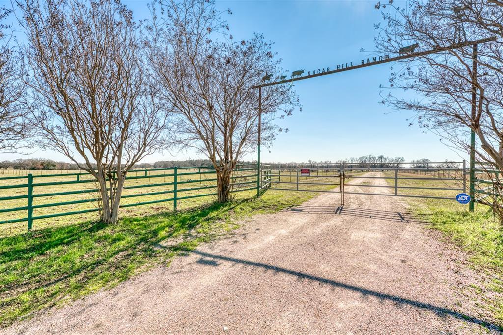 1648 Ham Bates Road, Whitesboro, TX 76273