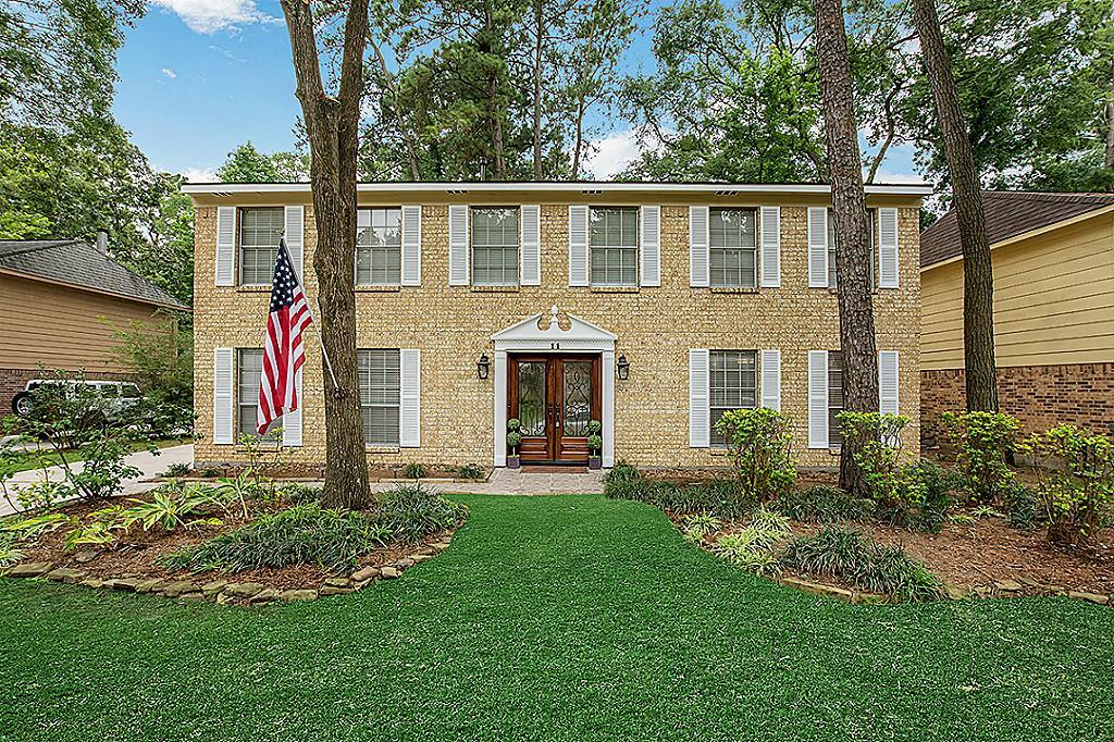 ROOMMATES and ANIMALS WELCOMED:Beautifully updated home in highly sought after neighborhood in the front of The Woodlands.Beautiful double wrought iron door greets you as you enter the home.Fresh interior paint,Italian marble floors, updated stone fireplace & fixtures. Granite kitchen w/designer tile. Double patio doors leads to large deck & gorgeous backyard, perfect for entertaining! 4/5 bedrooms up, spacious master suite offers an en-suite bath and Study/Nursery. Fresh landscape & MUCH MORE!