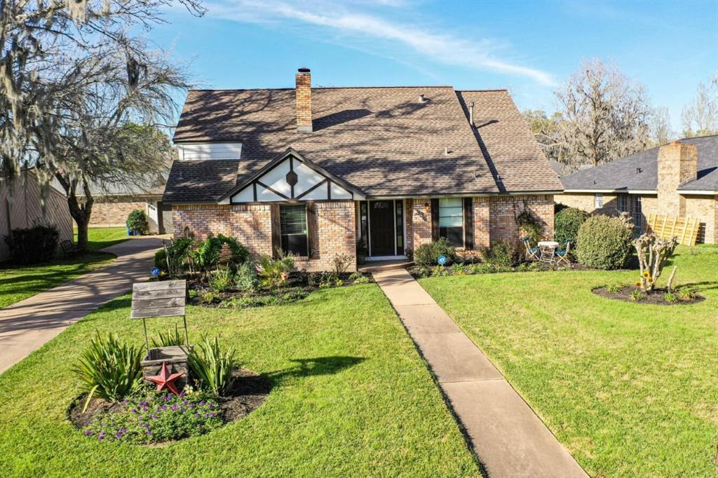 334 S Amherst Drive, West Columbia, TX 77486