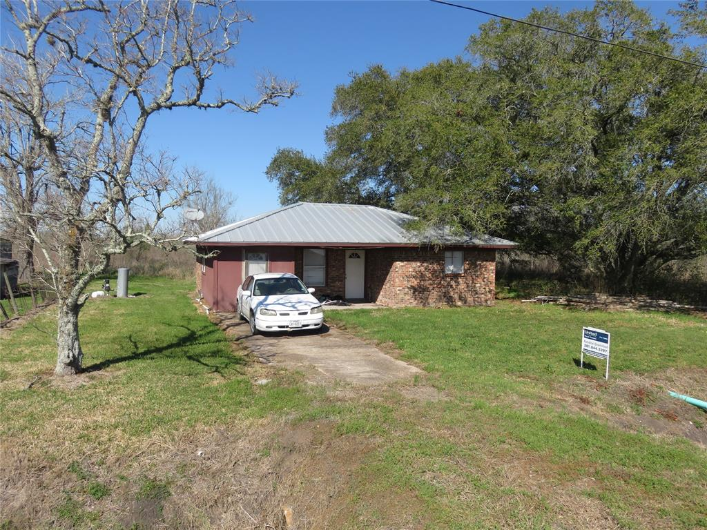 Cute house in the country!  Loads of possibilities with the charmer.  Peaceful area in the country with vacant agricultural land across the street and to the back of the house.  Room sizes approximate, buyer should confirm. 