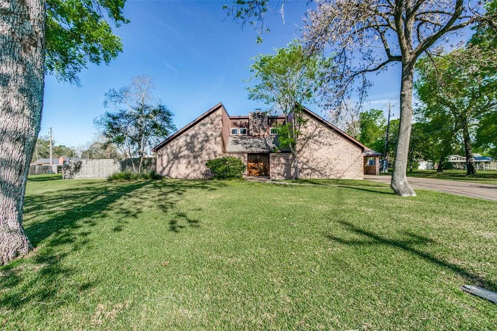 131 Red Bud Lane, Baytown, TX 77520