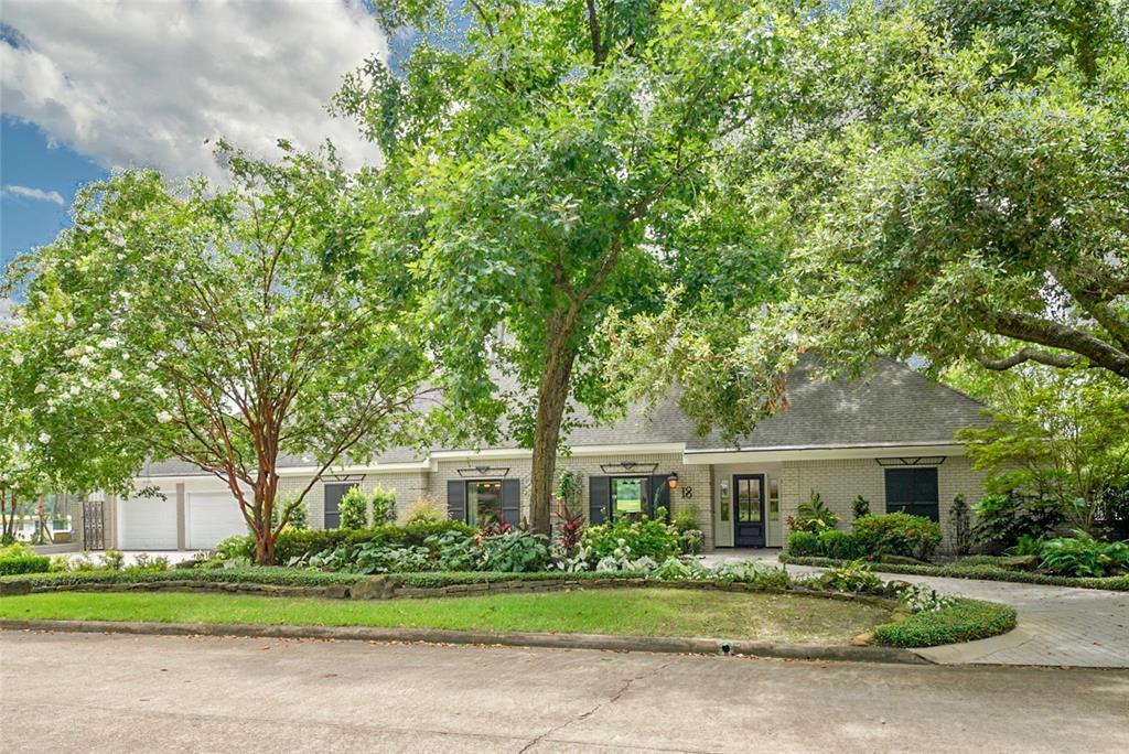 18 Shorelake Drive, Kingwood, TX 77339