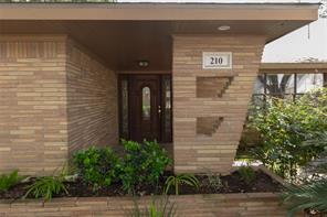 210 Avenue Of Oaks Street, Houston, TX 77009