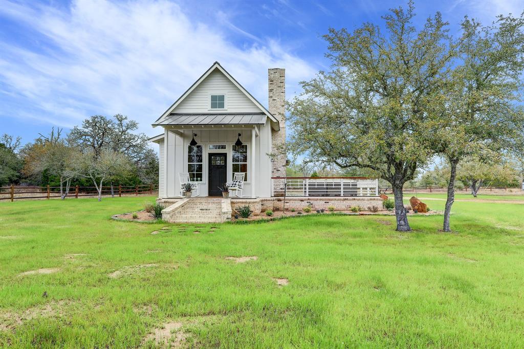 3214 Schoenst Road, Carmine, TX 78932