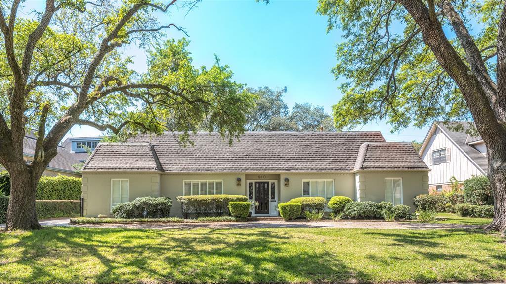 910 Old Lake Road, Houston, TX 77057