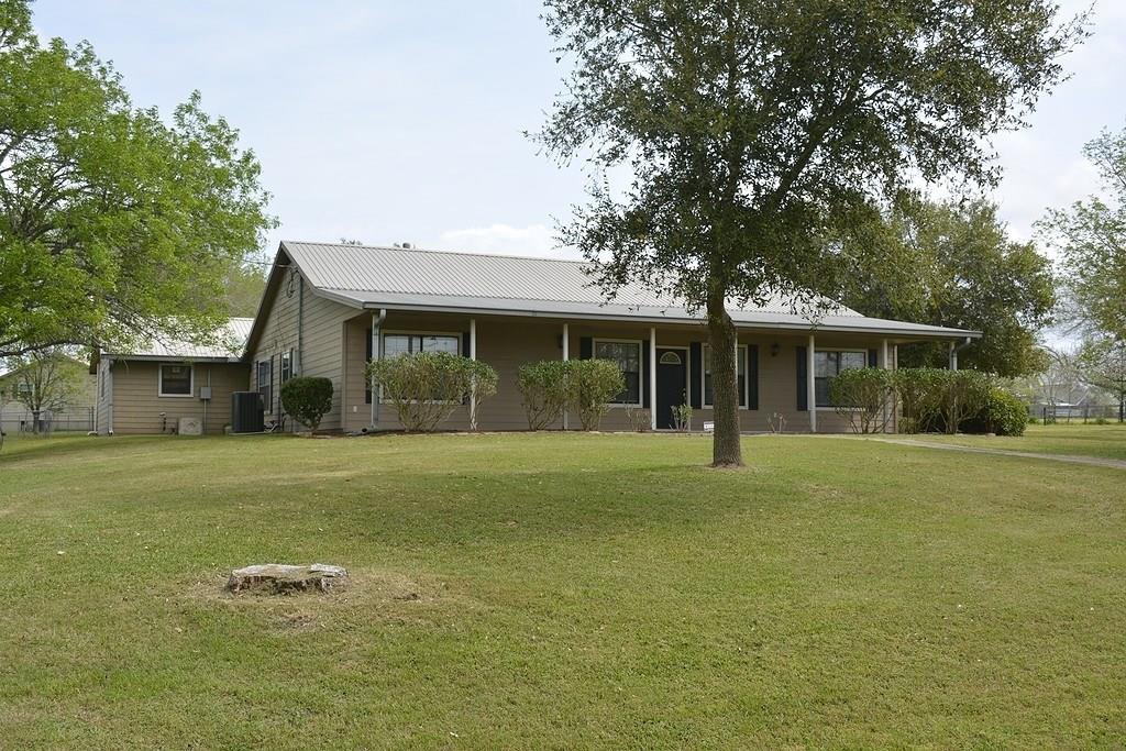 203 W Tobias Road, Ellinger, TX 78938