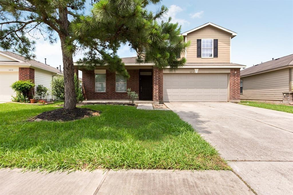 SEC 8 TENANTS WELCOME! Great house in move-in conditions with spacious master bedroom down & 2 bedrooms upstairs. Excellent location, close to 99, 249, Beltway.