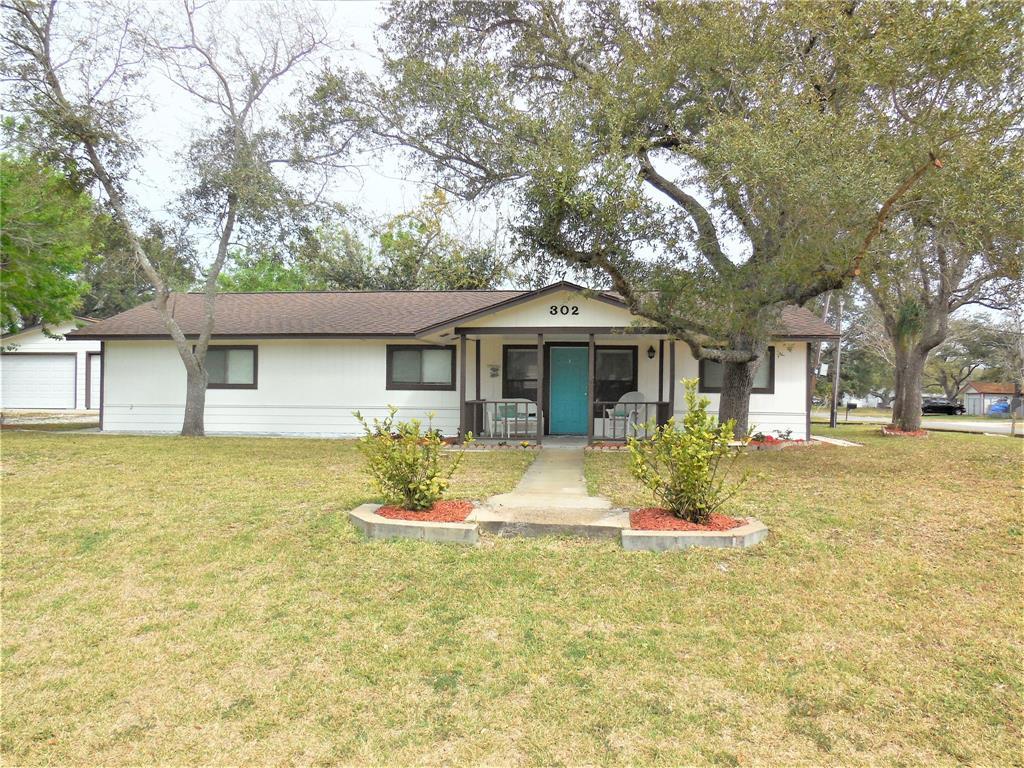 302 W Orleans Street, Rockport, TX 78382