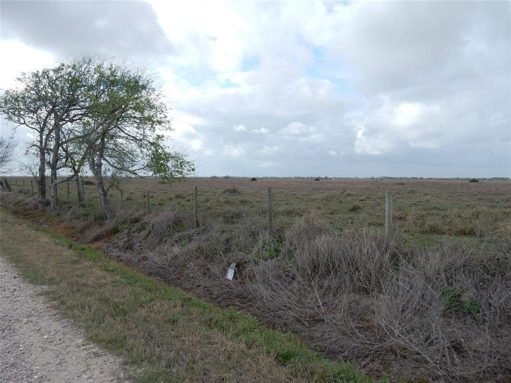 Matagorda County Texas 43.711 Acre irrigated crop land farm used for rice farming and cattle rotation. This property fronts on Bucks Bayou Road and could be used as a homesite or ranchette. Priced right at $5,750 per acre.