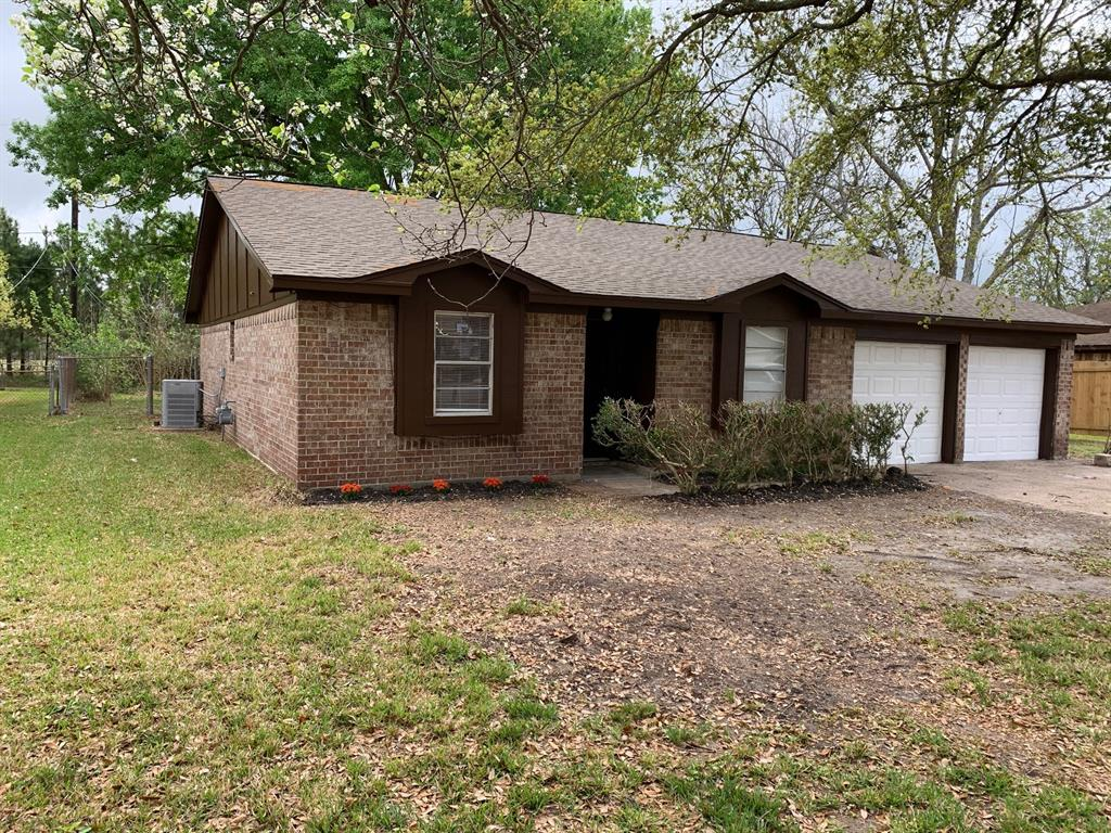 426 Corley Drive, Highlands, TX 77562