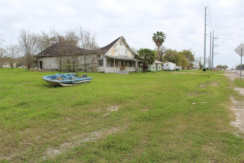1368 Hwy 124, High Island, TX 77623
