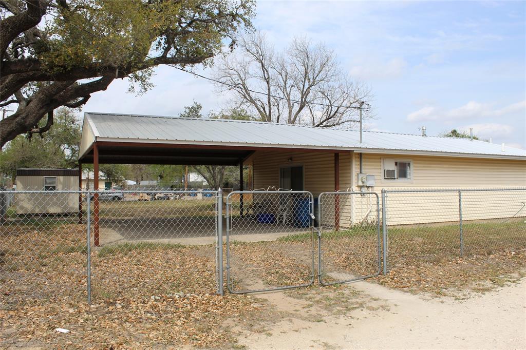 408 San Antonio Street, Pleasanton, TX 78064