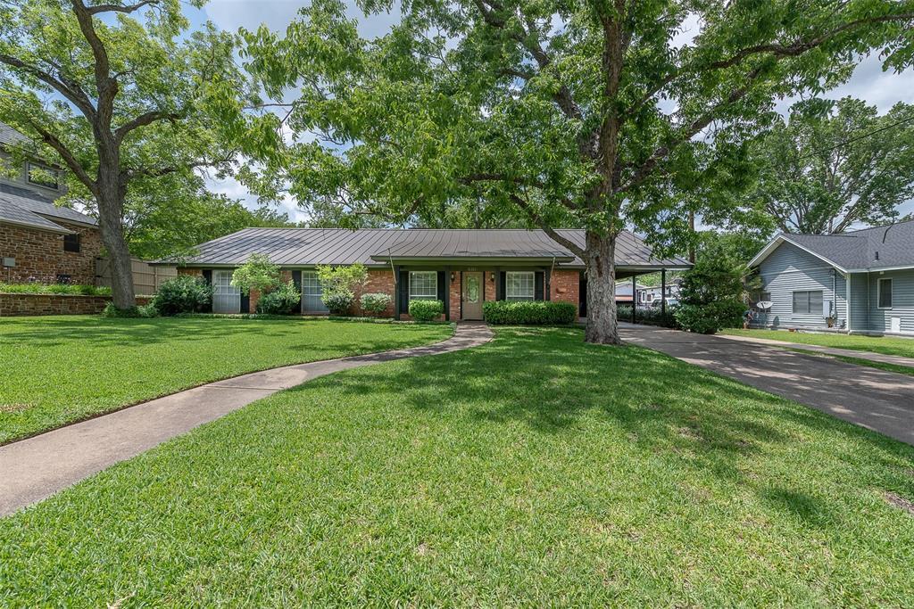 606 W Fox Street, Caldwell, TX 77836