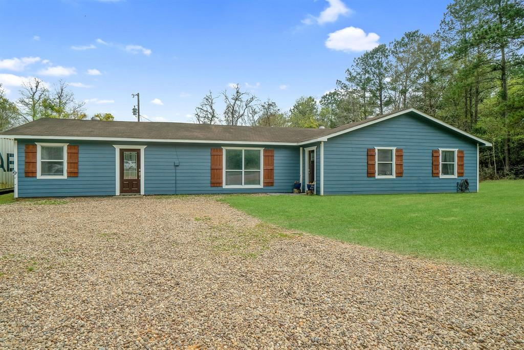 What a find! Recently remolded 4bed/2bath nestled on 16+/- unrestricted acres in Big Sandy ISD! Country life at its best! plenty of room for the entire family! What isn't to love? The home offers a large 23x20 bonus room, updated kitchen, nice size bedrooms, fresh paint, and much more!Land is fenced and cross fenced, some fencing may be in need of repair. seller does not currently have cattle on it. Must see to appreciate! Come take a look!