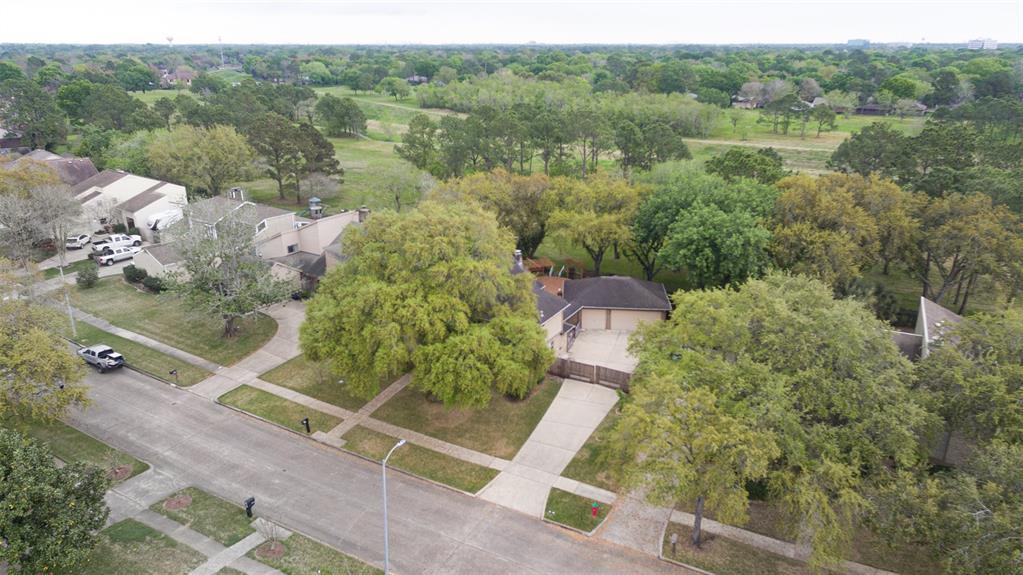 15179 Diana Lane, Houston, TX 77062