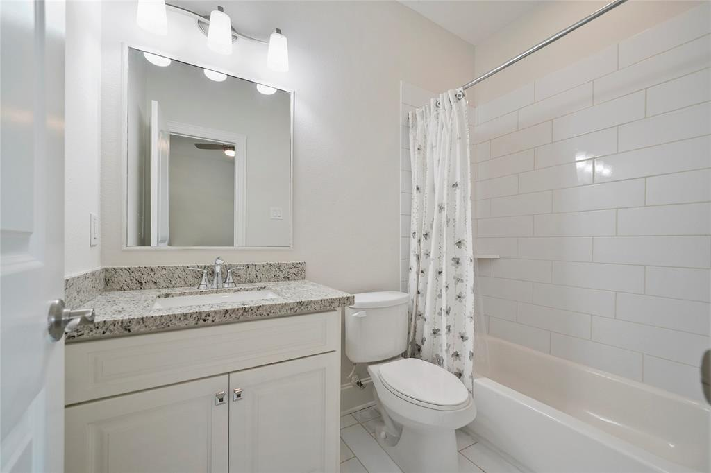 This full sized bathroom en suite is located just off the downstairs bedroom. It includes gorgeous granite counter tops and subway tile surround.