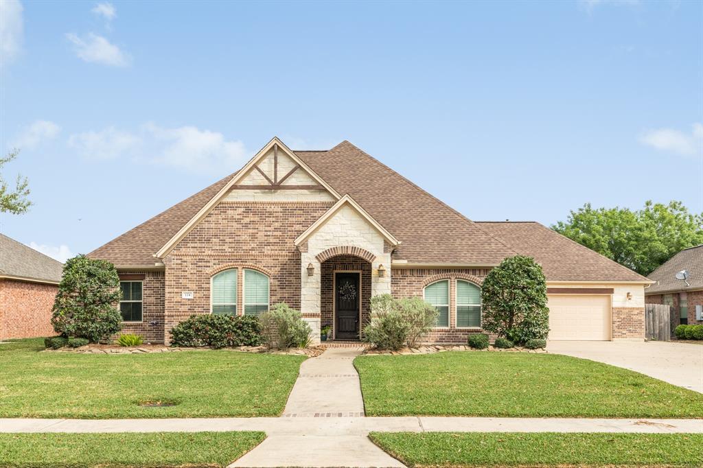 124 Spanish Oak Circle, Lake Jackson, TX 77566