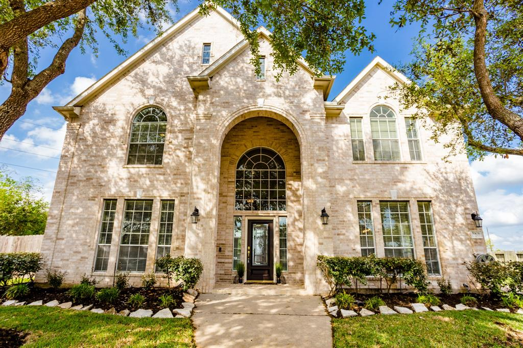 5906 Briar Hill Court, Sugar Land, TX 77479