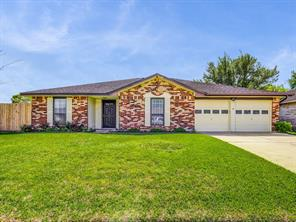 2411 Heritage Bend Drive, Webster, TX 77598