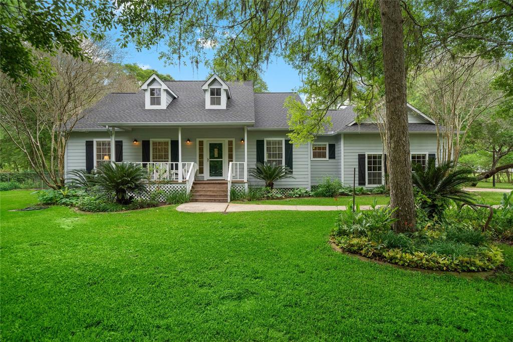 17911 Oak Bayou Road, Damon, TX 77430