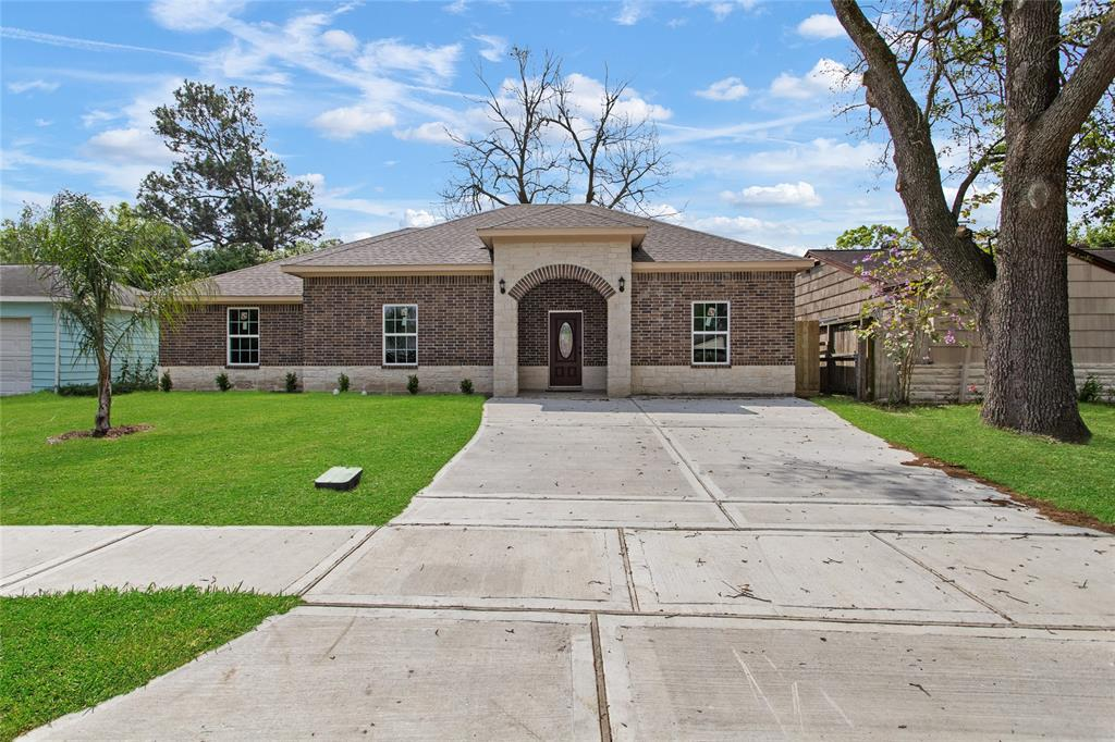 806 Armor Avenue, Pasadena, TX 77502