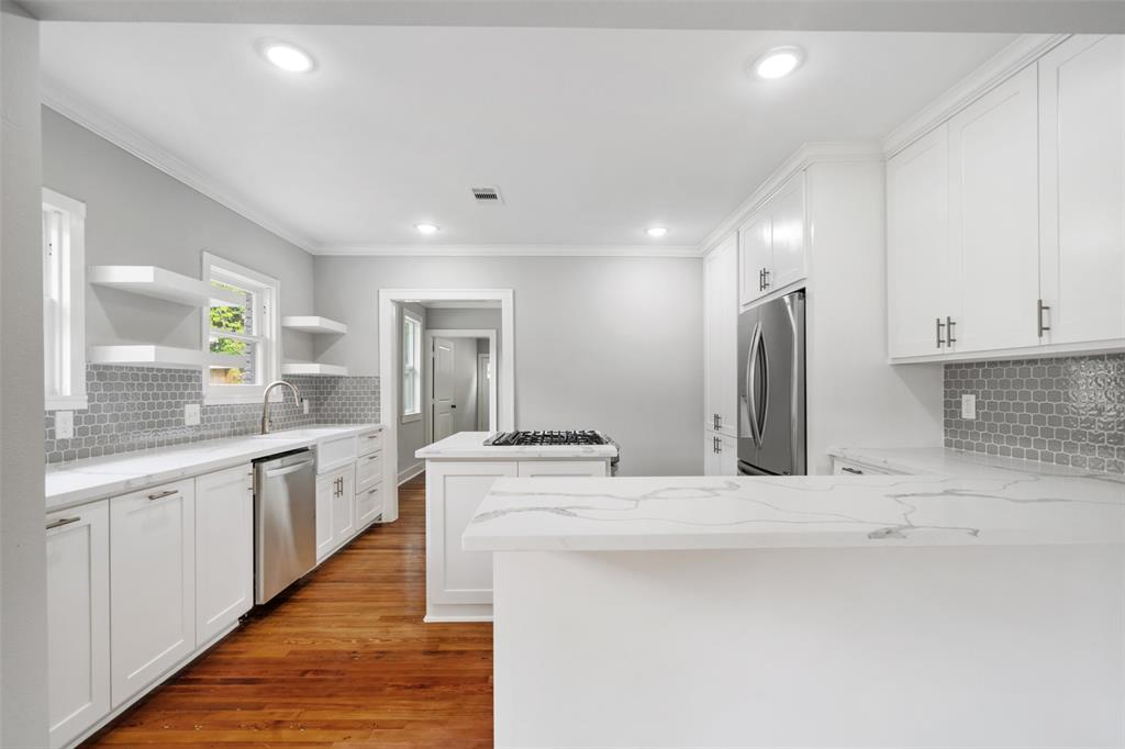 The family chef will love the thoughtfully designed kitchen with gas range, lots of storage and breakfast bar.