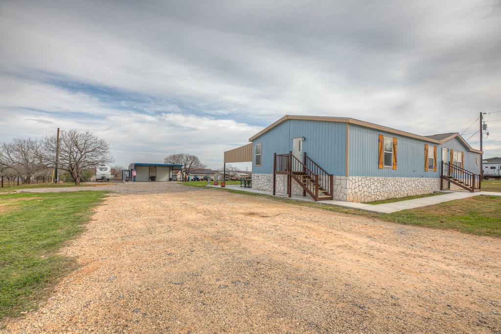 348 Homeridge Drive, La Vernia, TX 78121