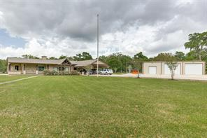 100 Collins Lake Road, Angleton, TX 77515
