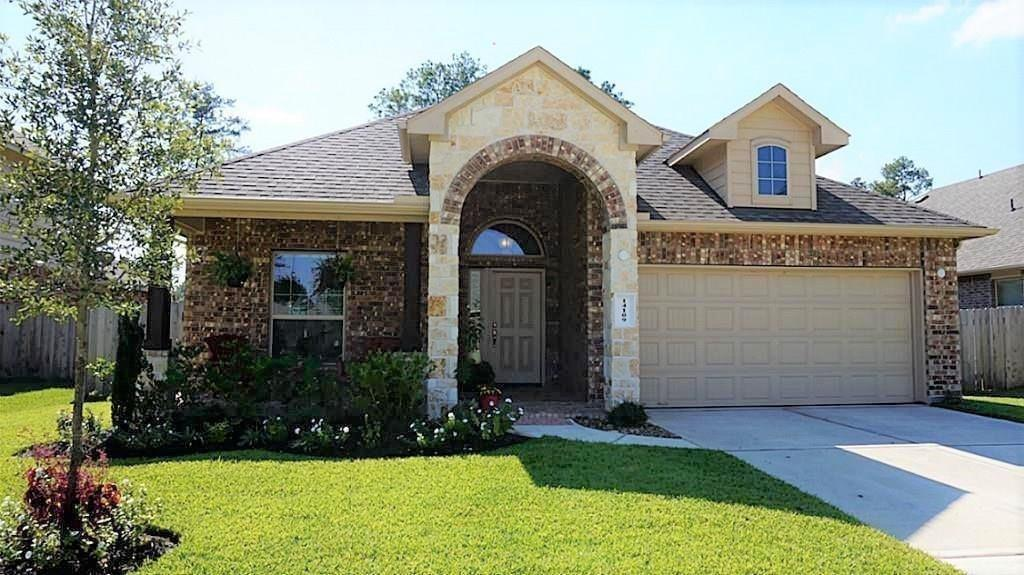 Beautiful single story 3 bedroom home in the Fosters Ridge subdivision. Zoned for the excellent schools in The Woodlands. Community swimming pool and rec center are very close and the neighborhood is close to all the amenities that The Woodlands has to offer. Home has granite counters, spacious open concept living area, stainless steel appliances, fully fenced backyard with a covered patio, and a private study. Fantastic home, come see it before it is gone!
