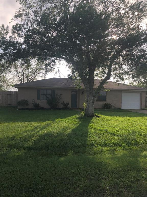 300 Salem Road, Yoakum, TX 77995