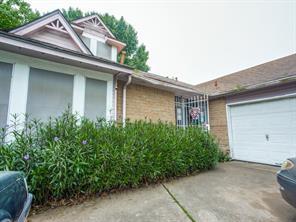 12054 Green Glade, Houston TX 77099