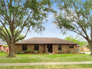 20 Alexander Court, Angleton, TX 77515
