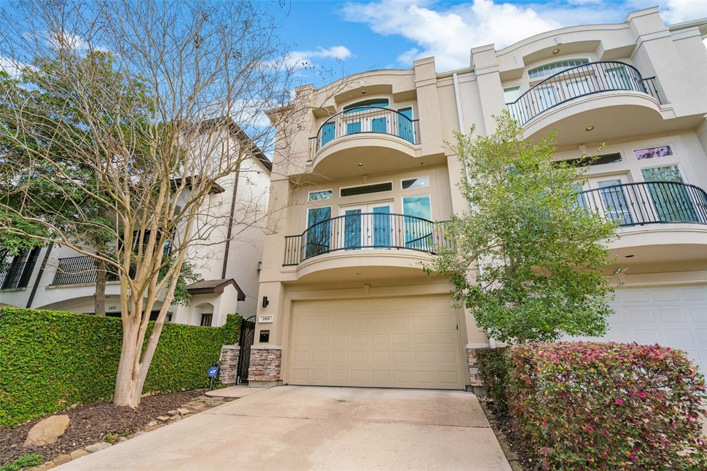 Beautifully updated and maintained patio home with a yard in one of the most walk-able locations in Houston. This street-facing home features a private driveway and gated entrance.