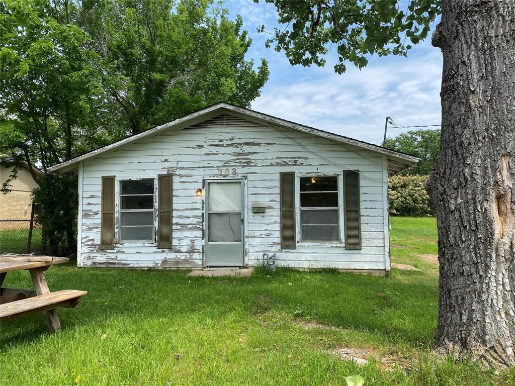 703 Dillard Street, Hearne, TX 77859