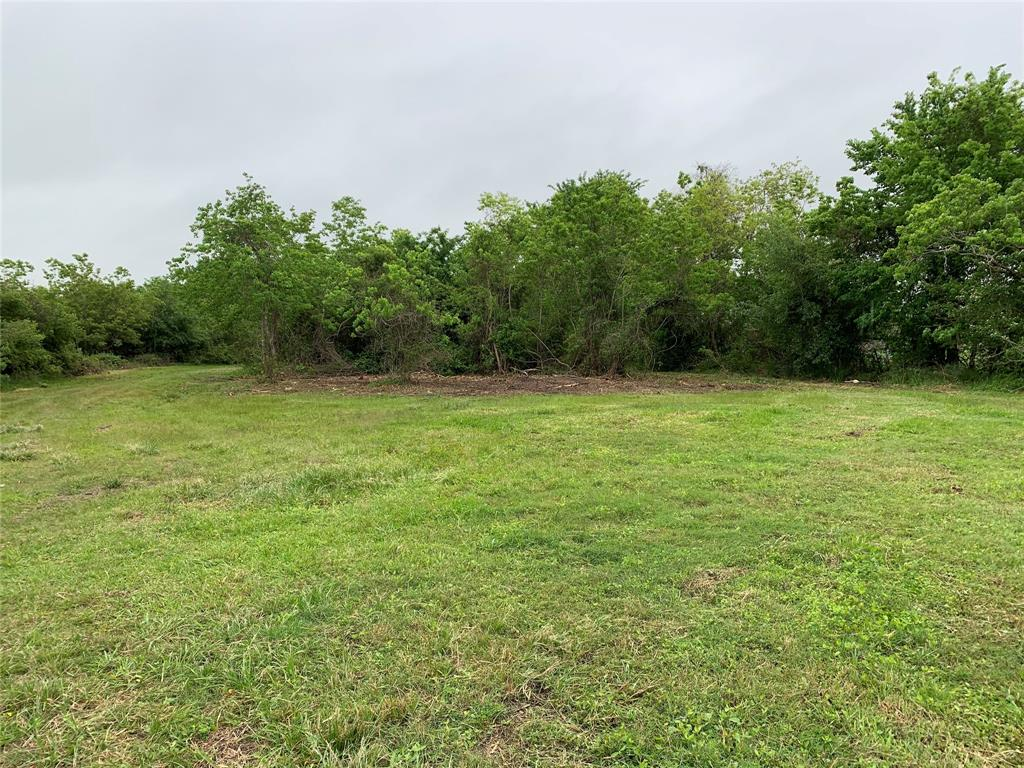 A beautiful 1.5 acre tract of land located inside of Santa Fe ISD, just outside the city limits. This is the perfect home site for someone who wants to have that private/country feel, while still being close to the necessities. No city  or deed restrictions per owner.  Power is available but well and septic are required.