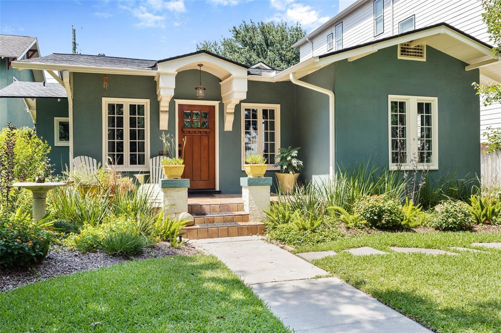 This Woodland Heights bungalow sits in the middle of lovely tree lined Wendel St., just blocks from the center of The Heights and all the area has to offer with regard to shopping, dining and exploring via the miles of hike and bike paths.  It's also just a 5-10 minute drive to downtown Houston.