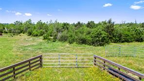 000 Piney Woods Rd, Alleyton, TX 78935