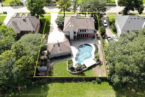 1205 Twin Oaks Street, Friendswood, TX 77546