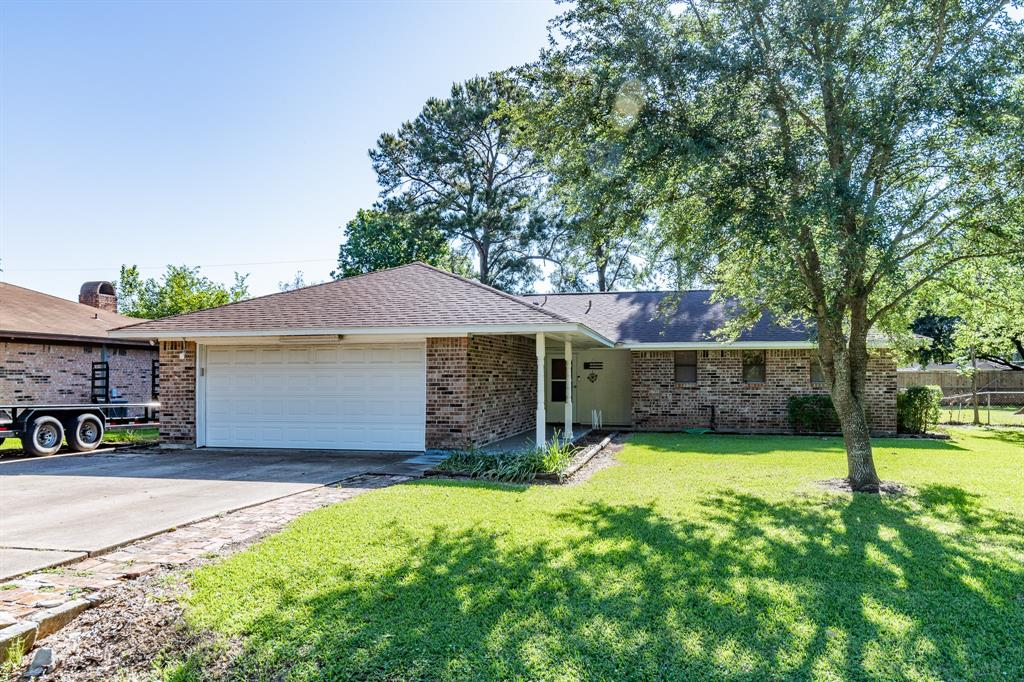 407 Sharondoah Drive, Highlands, TX 77562