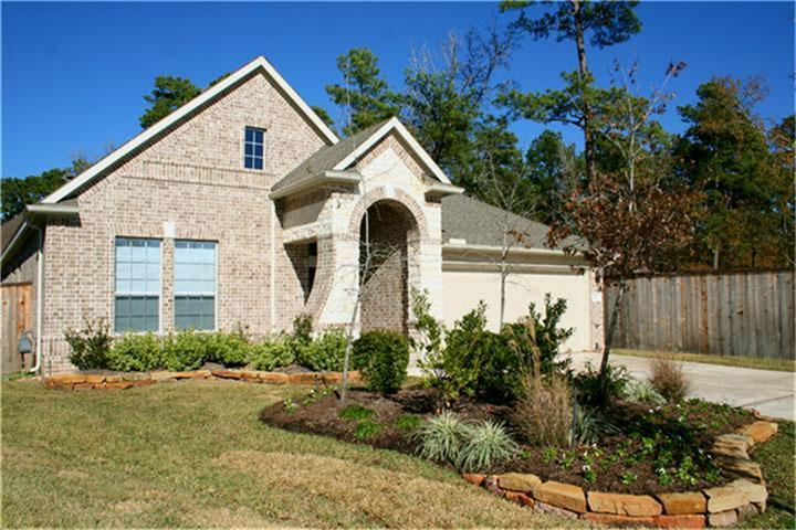 Stunning One story in upfront neighborhood of Grogan's Forest! High ceilings throughout the open kitchen, breakfast and family room.  Gourmet kitchen w 42'' cabinets and gas cooktop.  Covered porch overlooks sideyard w complete privacy.   Prime location at end of culdesac and greenbelt behind.  Available June 3.