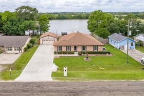 134 N Lake Drive, Winnie, TX 77665