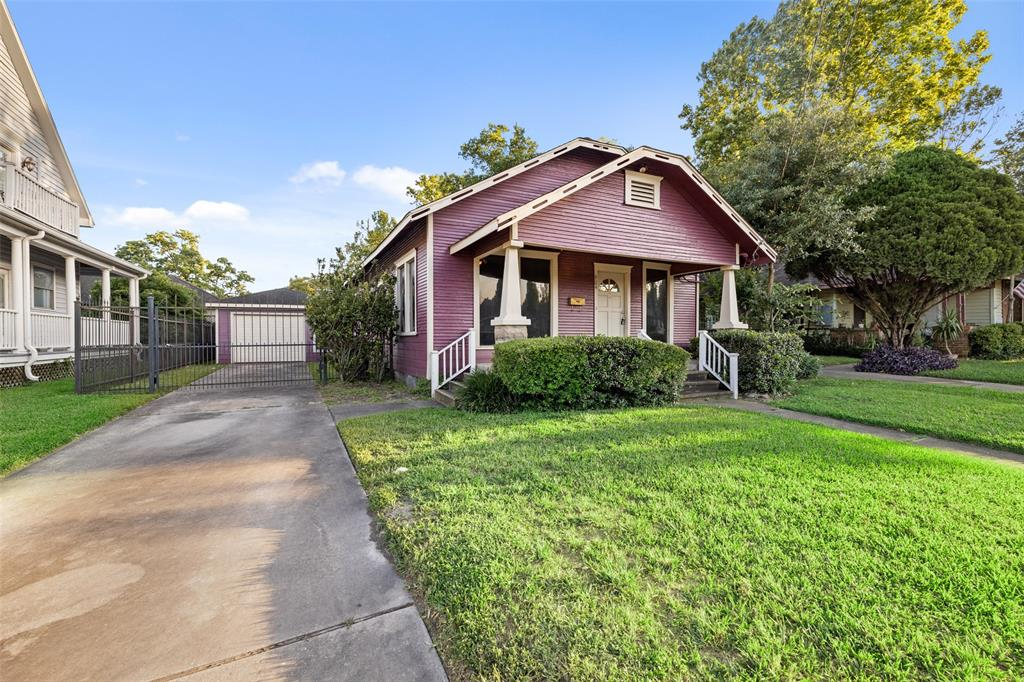 Classic Heights Bungalow located in the Norhill Heights area. Walkable to some great Heights area restaurants. Located on a street lined with sidewalks. There is also a 1 car detached garage and gated driveway.