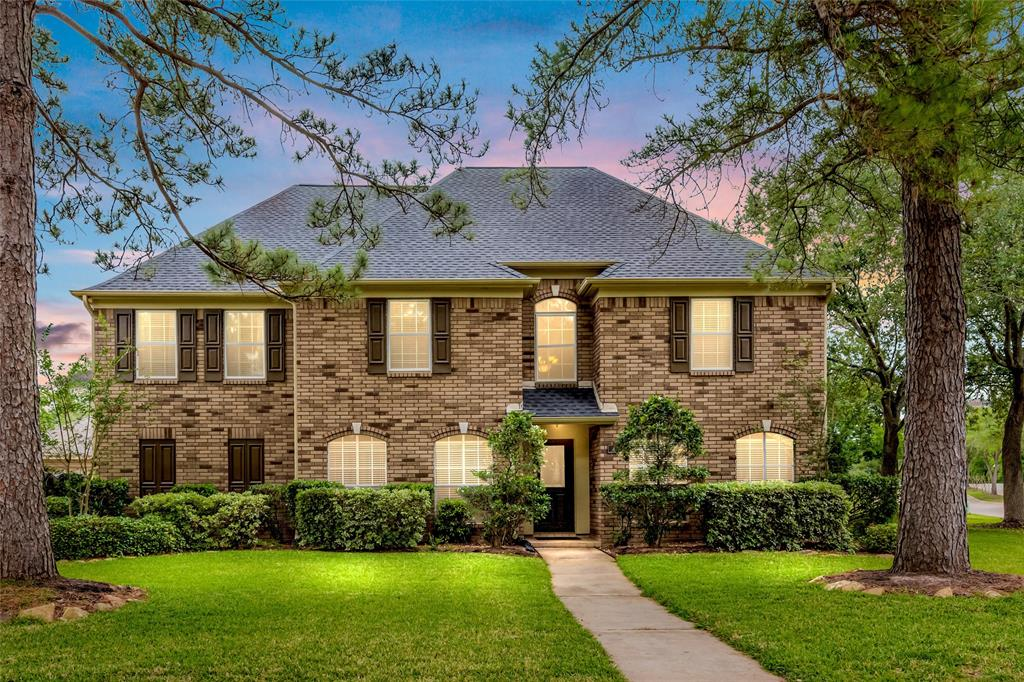 Gorgeous all brick 2-story on quiet cul de sac in beautiful Commonwealth Park neighborhood. Large lot with side yard, Greenbelt behind and no back neighbors. UPDATED AND IN MOVE-IN READY! New Roof (March 2020). Oven, microwave, water heater (2017), carpet and tile floor (2016), AC (2016), rich hardwood flooring throughout the main living areas (2015). Almost 4,000 sq ft of living space featuring huge family room with gas log fireplace, 5 spacious bedrooms, game room, study and 1st fl master suite. Kitchen with large center island, granite counters walk-in pantry and breakfast room. Sparkling heated pool surrounded by lush, subtropical landscaping with charming patios and walkways – you'll never want to leave home! 2 car detached side entrance garage with doublewide driveway. Convenient access to popular dining, retail and entertainment. First Colony amenities including trails, parks, pools, playgrounds, tennis, and more. Top-ranked FBISD schools. Call today to schedule a private tour.
