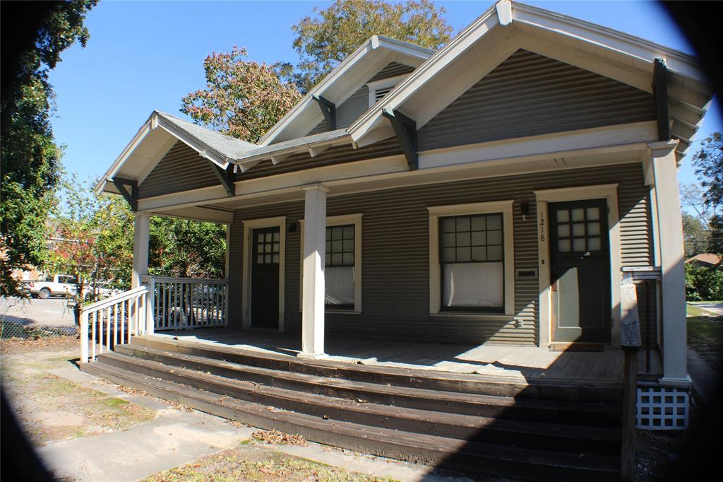 Great location, in the heart of the Heights. Located across a beautiful park.  Sold as is. No survey.