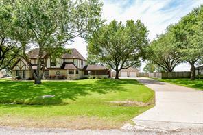 527 Meadowbrook Drive, El Campo, TX 77437