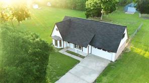 105 Oak Colony, Angleton TX 77515