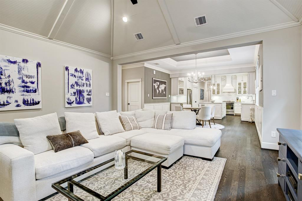 The colors in this property are neutral and very much in keeping with current expectations with regard to finishes.