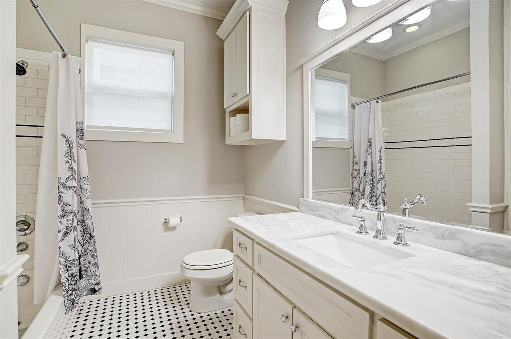 The full guest bath with combo shower/tub.