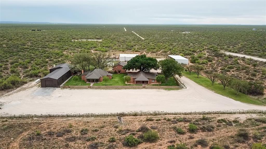 4696 J Bar Ranch Road, Crane, TX 79731