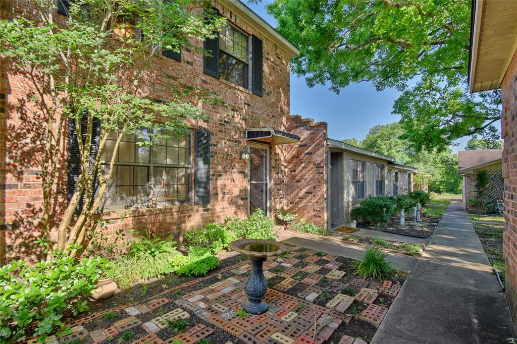 710 Chappell Hill Street, Brenham, Texas 77833, 2 Bedrooms Bedrooms, 4 Rooms Rooms,1 BathroomBathrooms,Townhouse/condo,For Sale,Chappell Hill,89994738